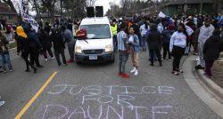 Policial que matou jovem nos EUA diz que confundiu arma de fogo com taser